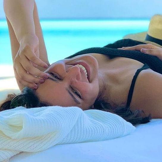 Parineeti Chopra sizzles in sexy black bikini; Priyanka Chopra, Manish Malhotra react
