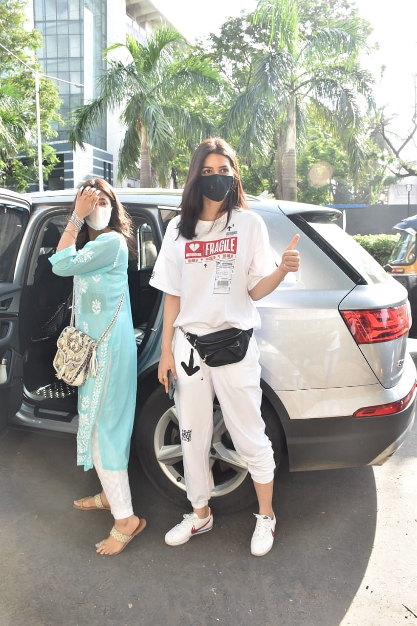 Paparazzi Files: Malaika Arora, Sonu Sood, Kriti Sanon and other b-town celebs spotted in Mumbai