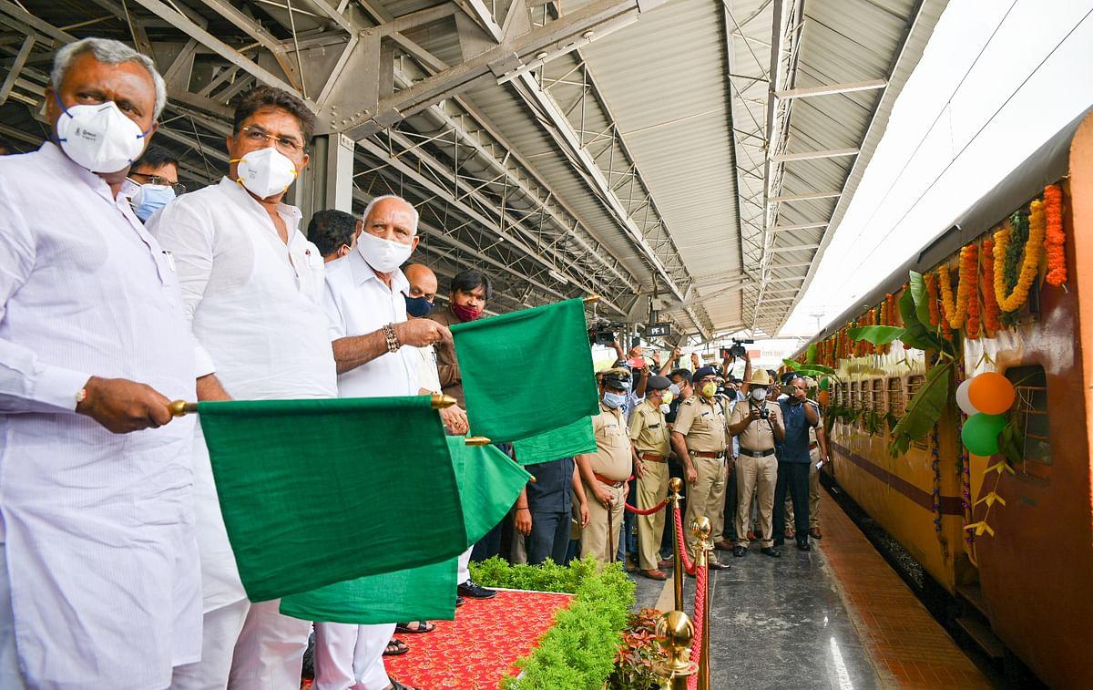 Karnataka Chief Minister flags off Kisan Rail to Delhi