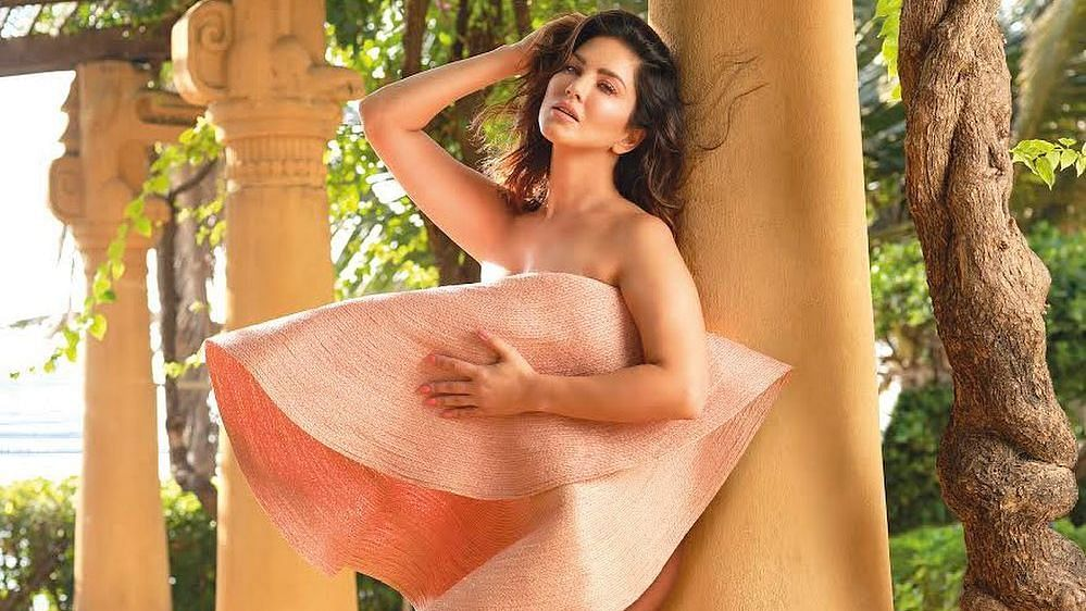 Hot! Sunny Leone wears nothing but a giant hat in sexy photoshoot