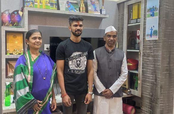 Ruturaj Gaikwad along with his parents