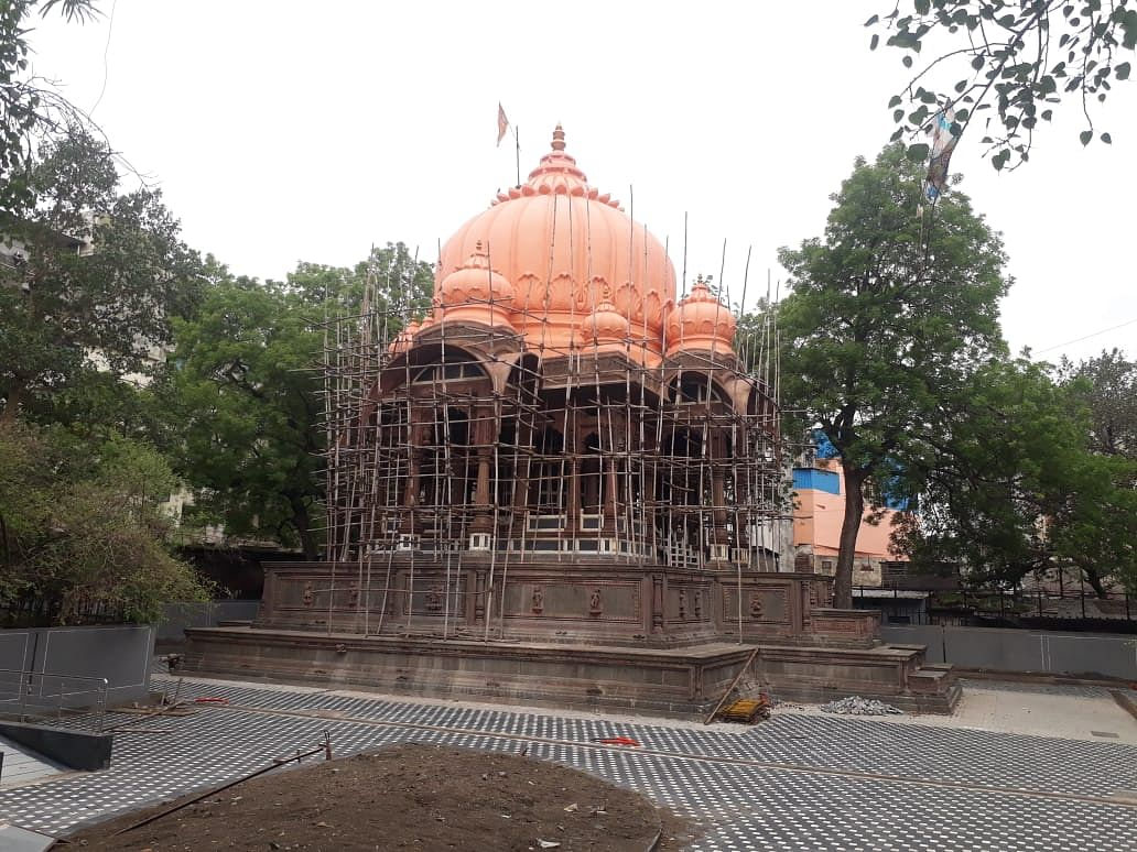 Condition of Boliya Sarkar Chhatri because its work has been stopped in midway.