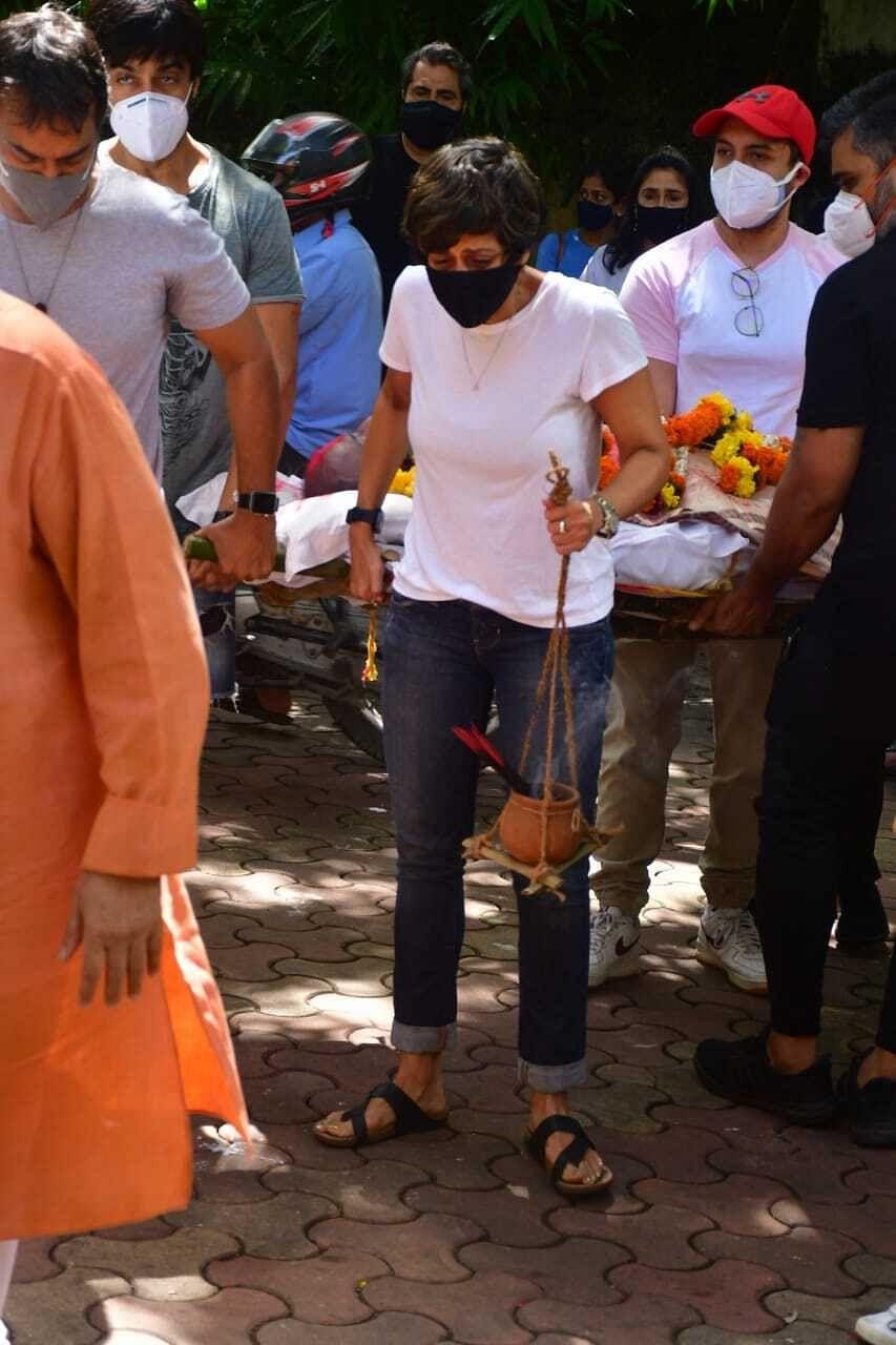 Mandira Bedi at Raj's funeral