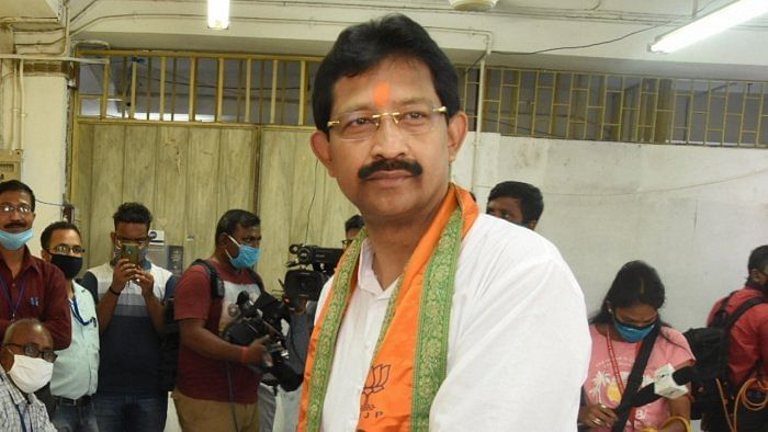 West Bengal: Amid speculation of rejoining TMC, Rajib Banerjee gets call to attend BJP closed door meeting