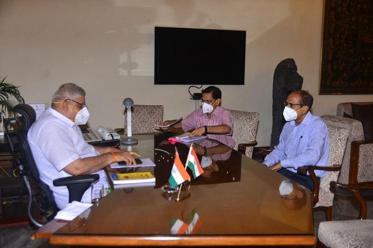 West Bengal chief secretary HK Dwivedi meets Jagdeep Dhankar, says 'Guv not happy with post-poll violence facts'