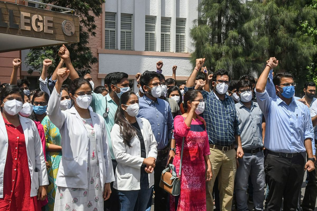 Bhopal: Madhya Pradesh junior doctors' stir continues, minister meets delegation