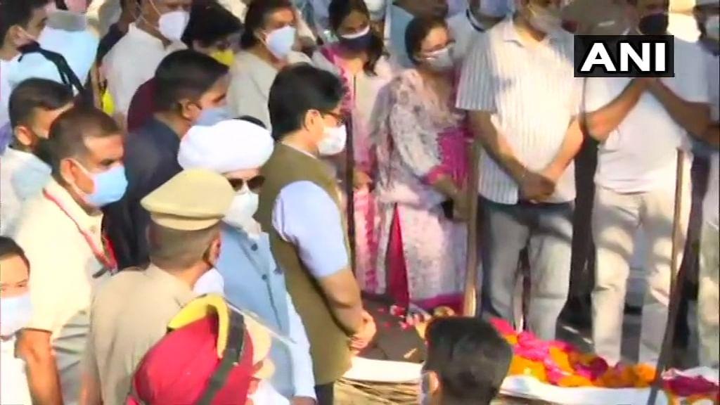 Watch video: Last rites of former sprinter Milkha Singh in Chandigarh