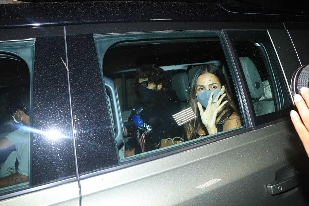 In Pics: Arjun Kapoor picks Malaika Arora after she parties at Kareena Kapoor's residence