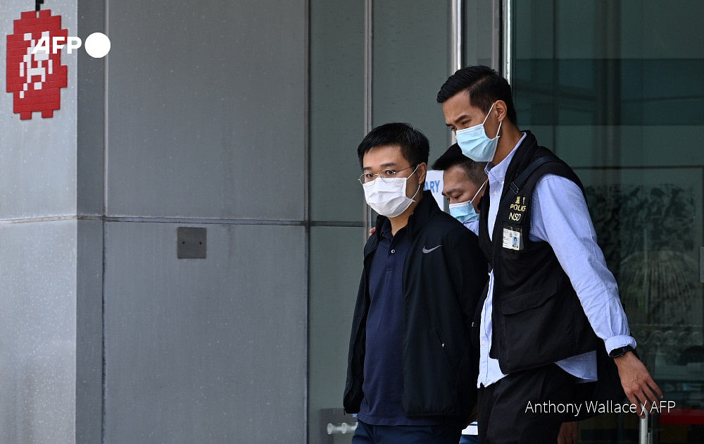 Hong Kong police raids newspaper Apple Daily, arrests five including Editor-in-chief