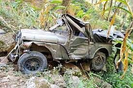A speeding jeep collided with a tree after hitting an electric pole near Mukera village on Kartal road on Monday