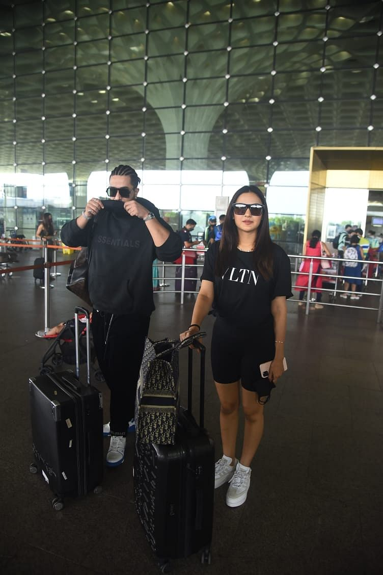 In Pics: 'Bigg Boss 14' fame Jasmin Bhasin heads to Goa with Aly Goni ahead of 31st birthday
