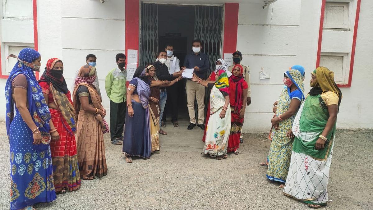 Madhya Pradesh: Alot fish vendors raise demand of a proper place for their business, cite inconvenience