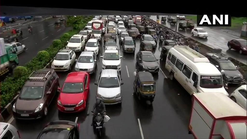 Mumbai: New Link Road - Northbound traffic from Indian Oil Jn to Chitrakoot Jn shut for Metro work till Aug 30 (Representational Image)