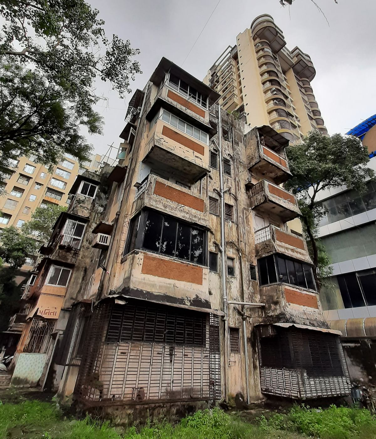 Buildings on the Brink: BMC declares Kandivli building unfit; residents say they will go for redevelopment on their own