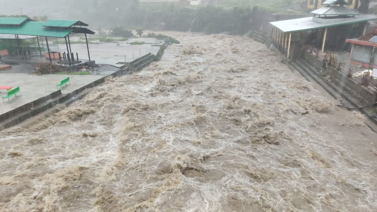 Himachal flash floods: 2 dead, 10 missing and 20 stranded, rescue operations on. Watch video
