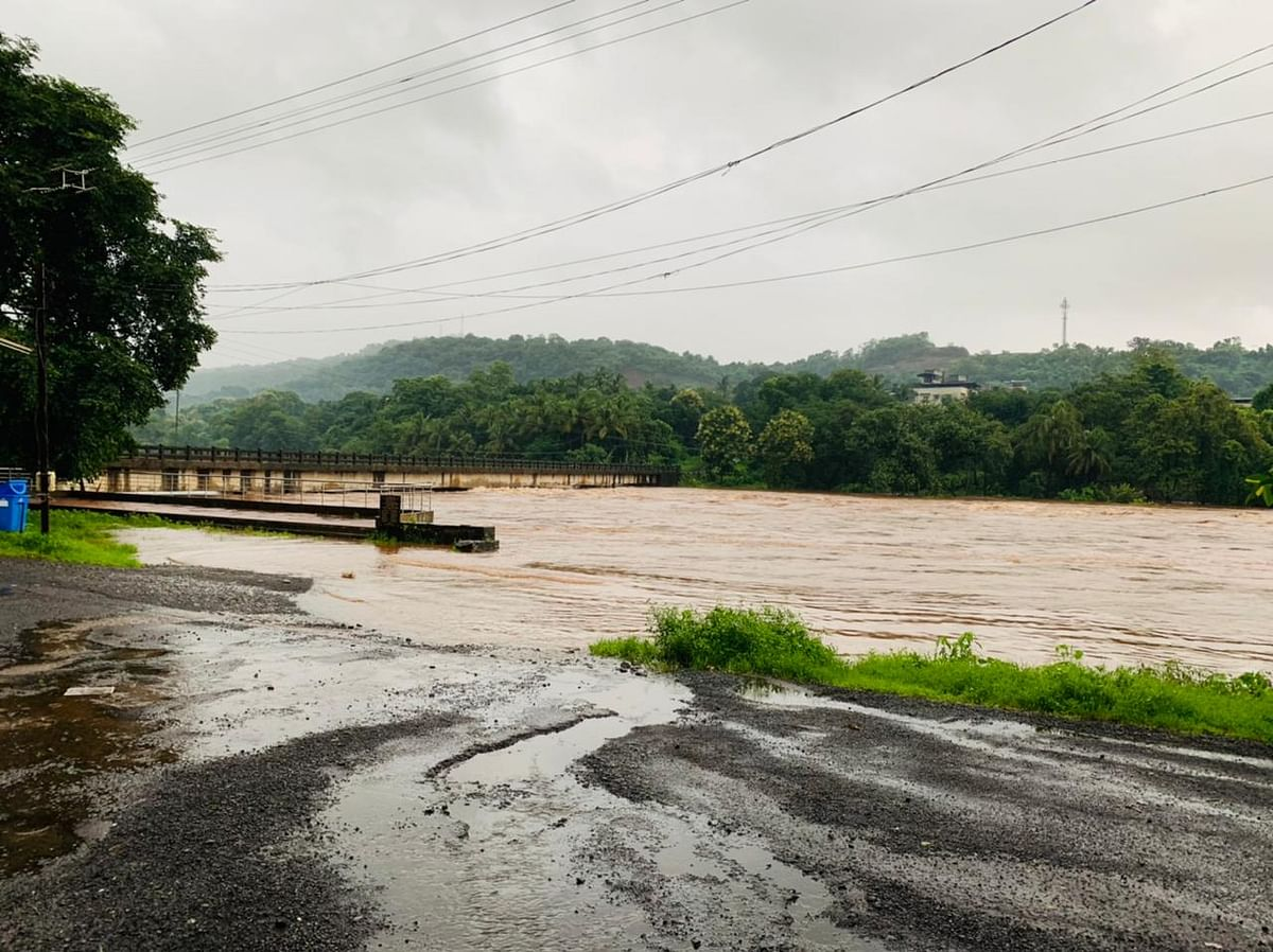 Water level at the Vashishti river bridge between Chiplun and Kamathe stations in Ratnagiri crossed the danger mark after the heavy downpour.