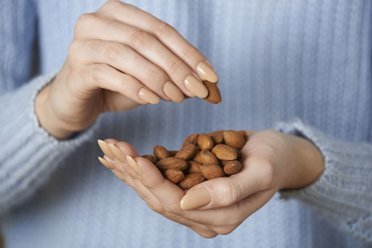 Eat almonds twice daily to cut diabetes, cholesterol risk