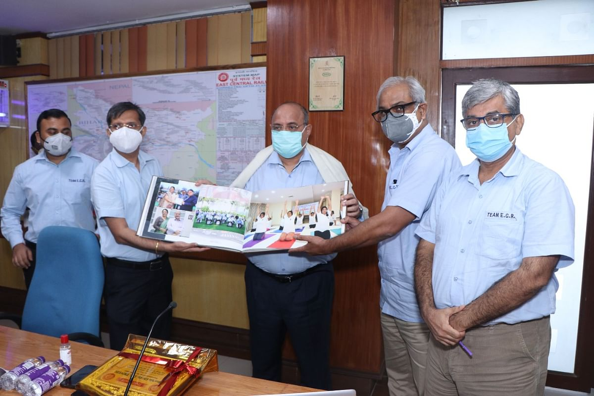 Emotional farewell given on the retirement of East Central Railway, General Manager, Lalit Chandra Trivedi