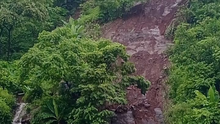Thane: Incessant rains causes landslide in Kalwa, five dead