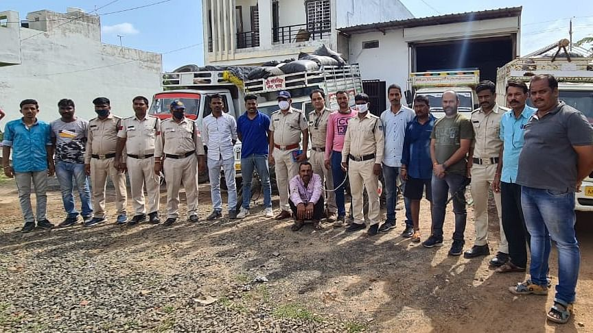 Neemuch: Poppy husk, vehicles worth Rs 1.2 cr seized, one held, two accused escape the raid
