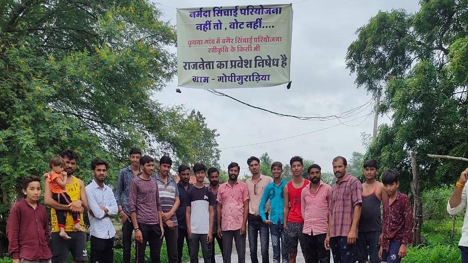 Dewas: Farmers from Hatpipliya village demand Narmada water for irrigation, stage protest