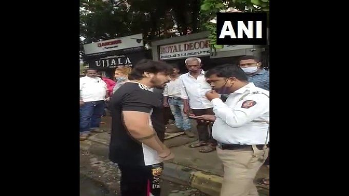 Watch: Two booked for allegedly misbehaving with Traffic police personnel in Thane