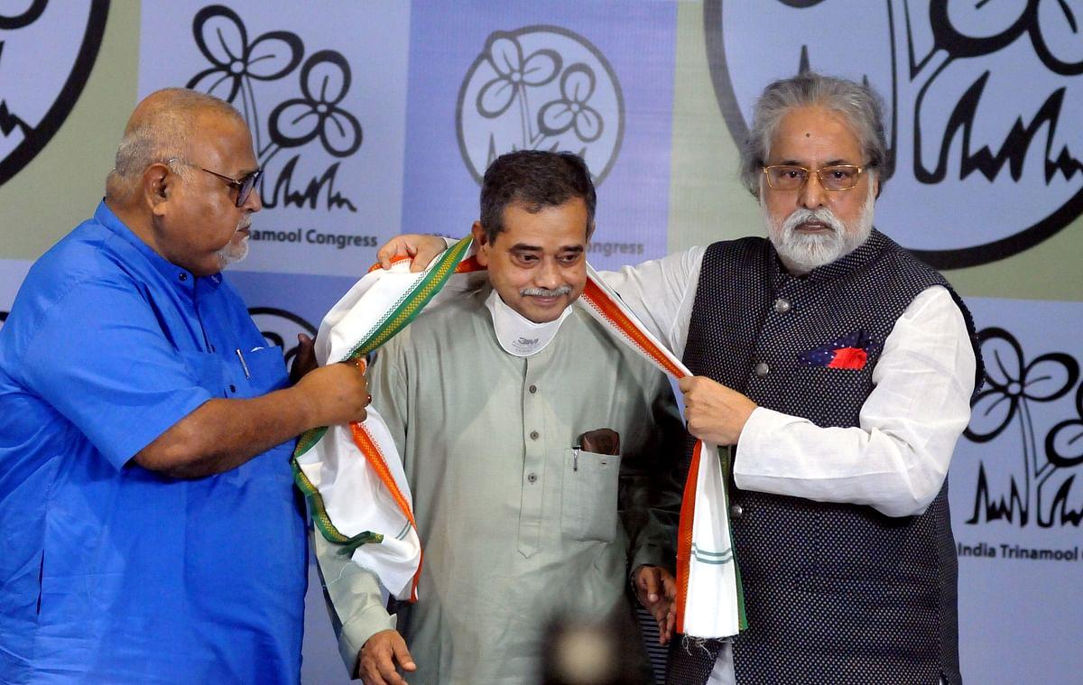 Kolkata: Trinamool Congress Lok Sabha MP Sudip Bandopadhyay (R) and West Bengal Minister Partha Chatterjee (L) greet son of former president late Pranab Mukherjee, Abhijit Mukherjee (C), as he joins Trinamool Congress at Trinamool Bhawan in Kolkata, Monday, July 5, 2021.