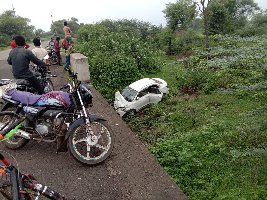 Madhya Pradesh: Car topples from Jamuna bridge on Shivgarh Road in Mandsaur district, four injured
