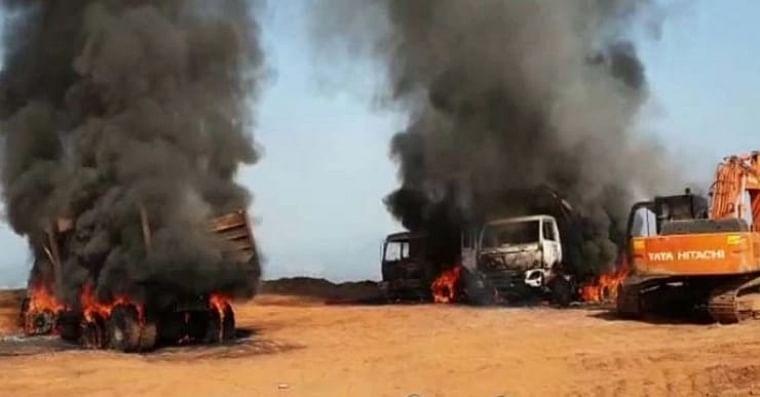 Chhattisgarh: Naxals torch six vehicles in Neco Iron ore mines in Narayanpur, supervisor killed