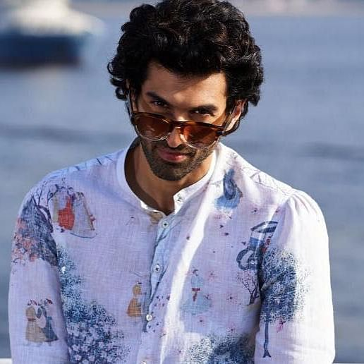 Aditya Roy Kapur to feature in a double role for the Hindi remake of Tamil hit 'Thadam'