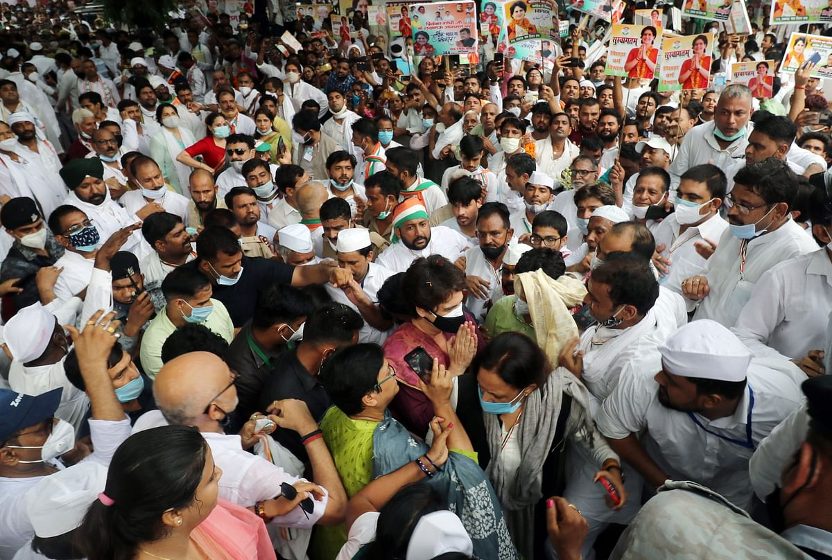 Uttar Pradesh, July 16 (ANI): All India Congress Committee (AICC) General Secretary Priyanka Gandhi Vadra arrives at Gandhi Pratima along with Party supporters to take part in silent protest against the state government over violence in panchayat elections, in Lucknow on Friday.