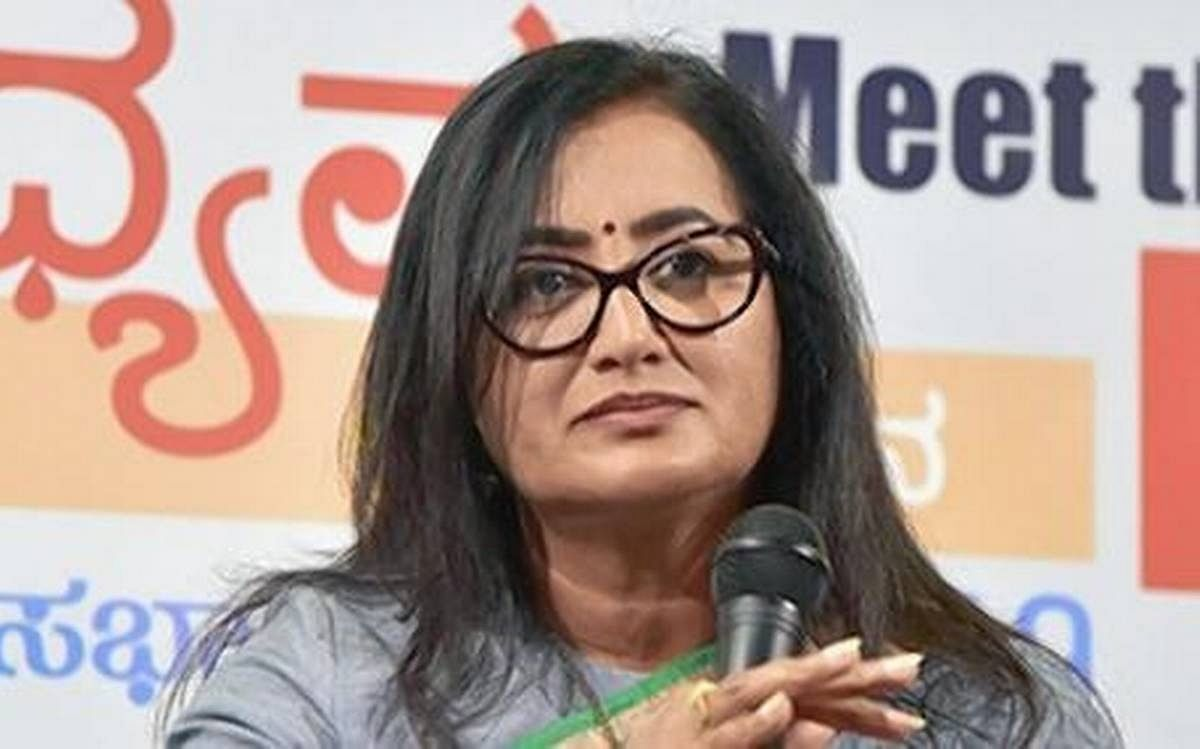 Sumalatha in no mood to settle even as ex-CM calls for truce