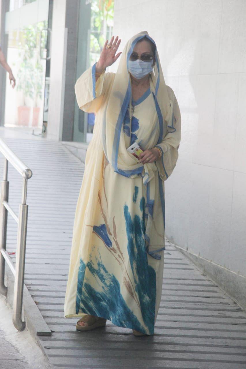 In Pics: Saira Banu arrives at Mumbai's Hinduja Hospital to meet husband Dilip Kumar