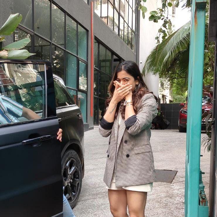 'Overacting ka 50 rs cut..': Rashmika Mandanna trolled for not wearing mask while posing for paparazzi in Mumbai