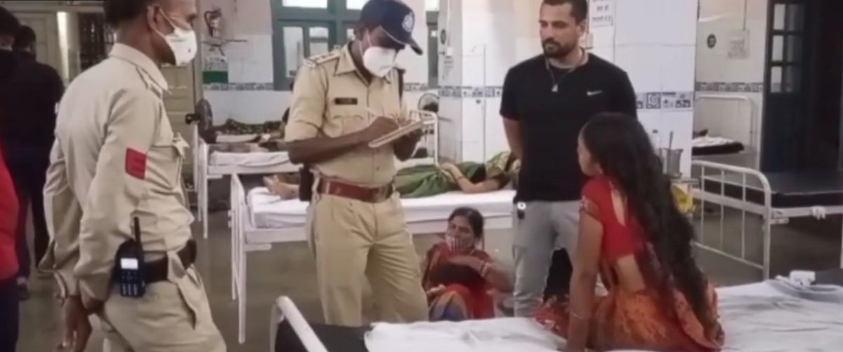Police officer records statement of deceased's wife in hospital in Ujjain on Tuesday