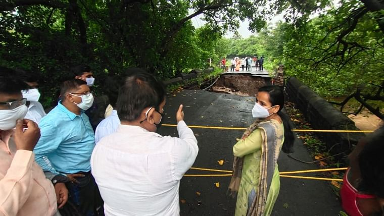 Raigad guardian minister visits Kashid collapsed bridge, directs PWD to repair earliest to reopen for traffic