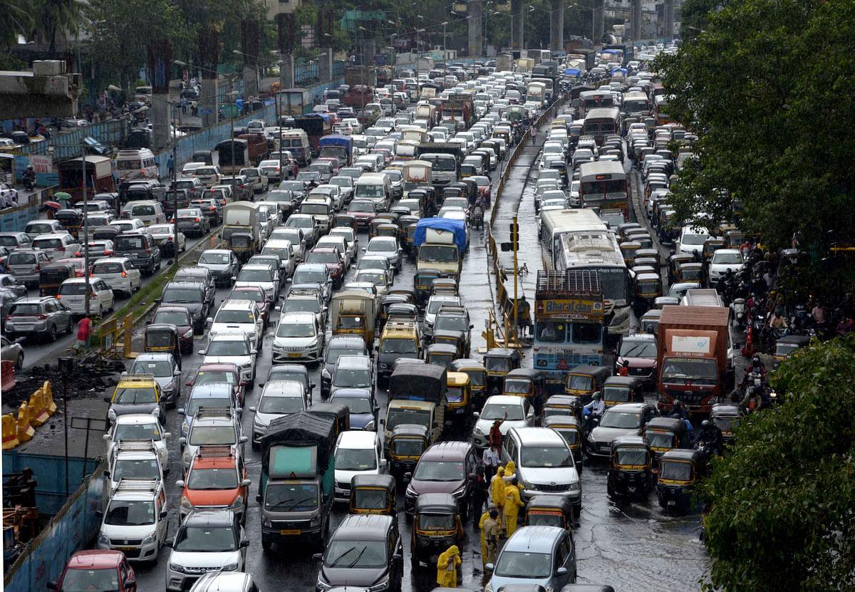 Mumbai: Heavy Rainfall = Traffic Snarls