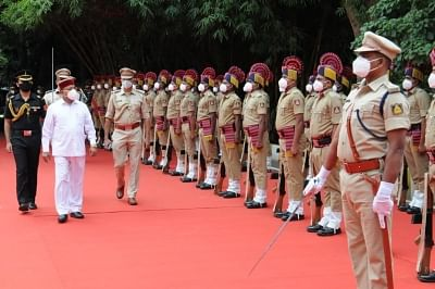 New Karnataka Governor Thawarchand Gehlot inspects guard of honour
