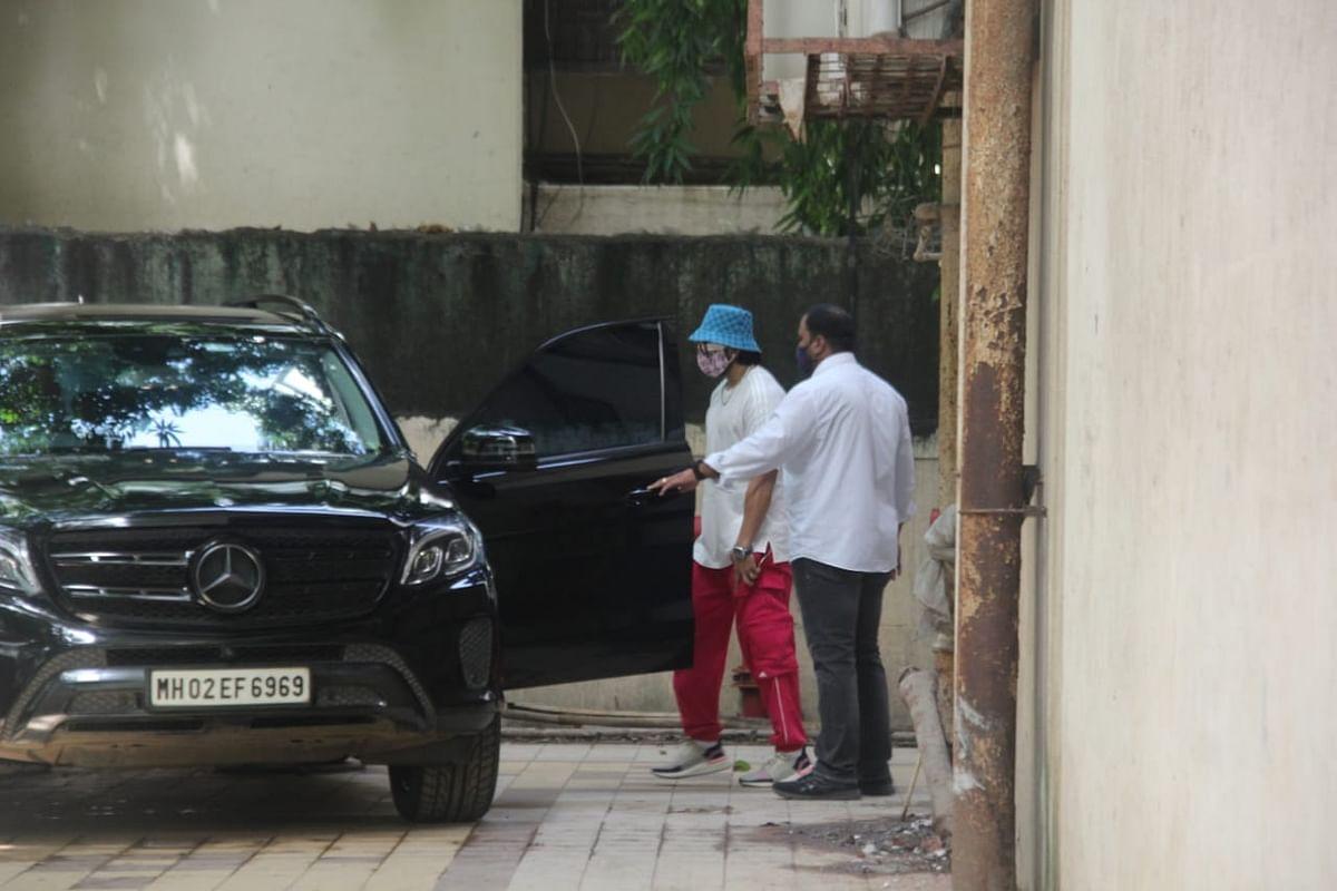 In Pics: Ranveer Singh arrives at dance studio in Mumbai wearing a hat worth Rs 39,000