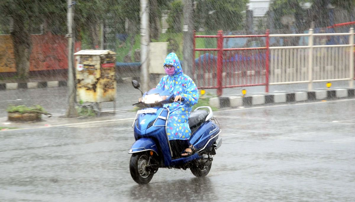 Heavy rains drench many districts, canopy of clouds cover state capital