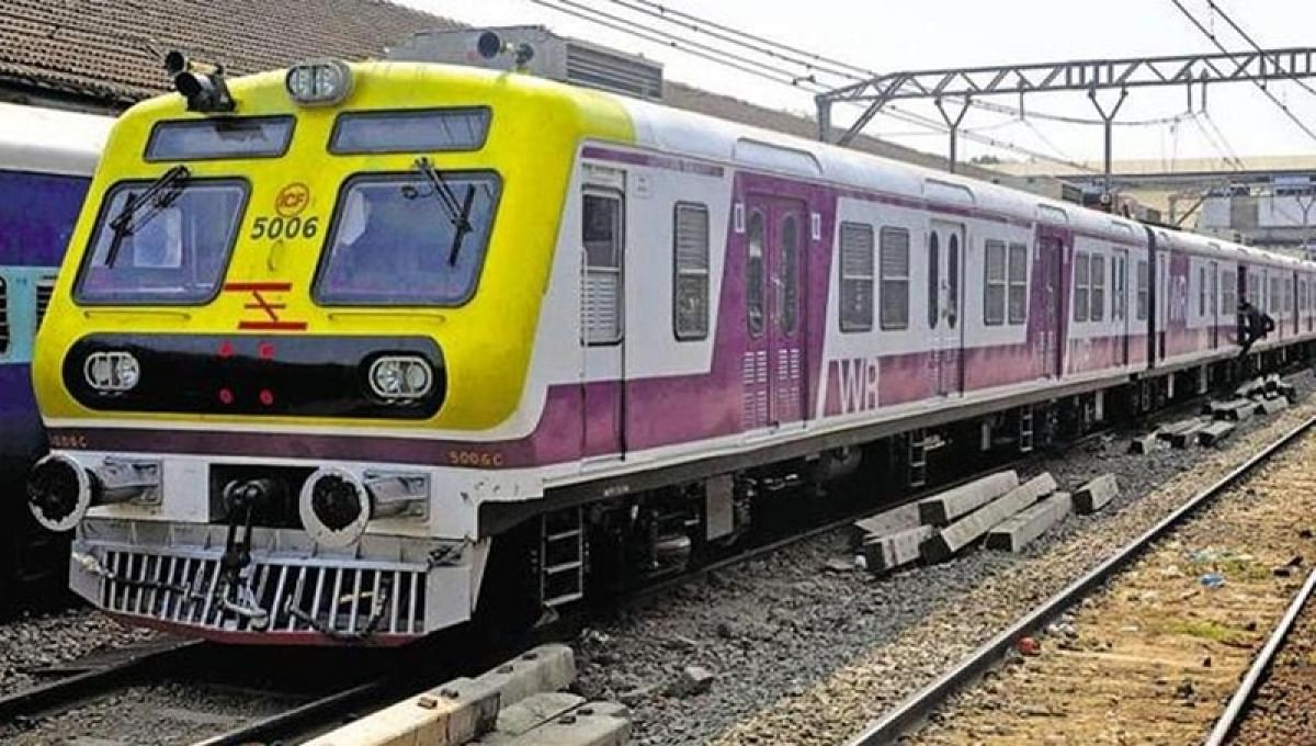 Mumbai and MMR: Passengers want train travel, protest with black bands