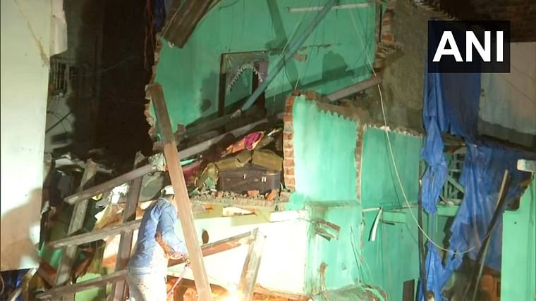Mumbai: Five injured after four-storey building collapses in Andheri