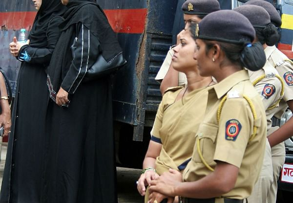 Mumbai: Woman constable canes male commuter at Sewri for allegedly harassing her