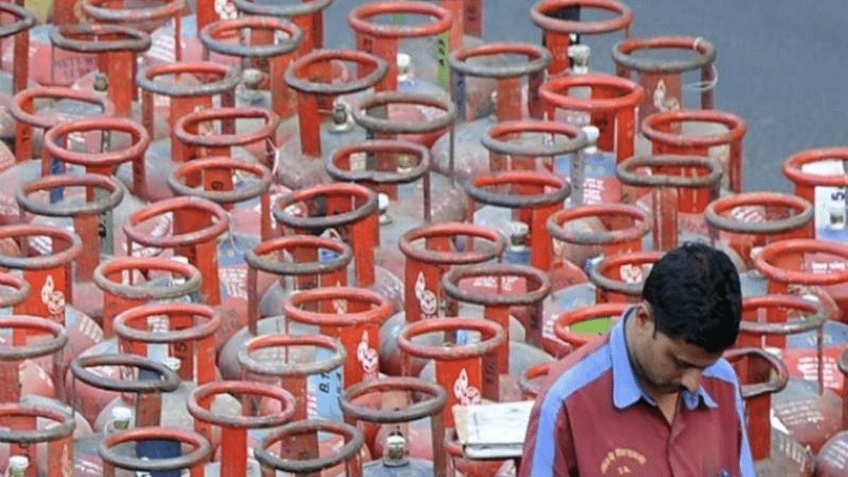 'Jo Corona se bach gaye, unhe mehengai maaregi': LPG prices hiked by Rs 25; citizens furious