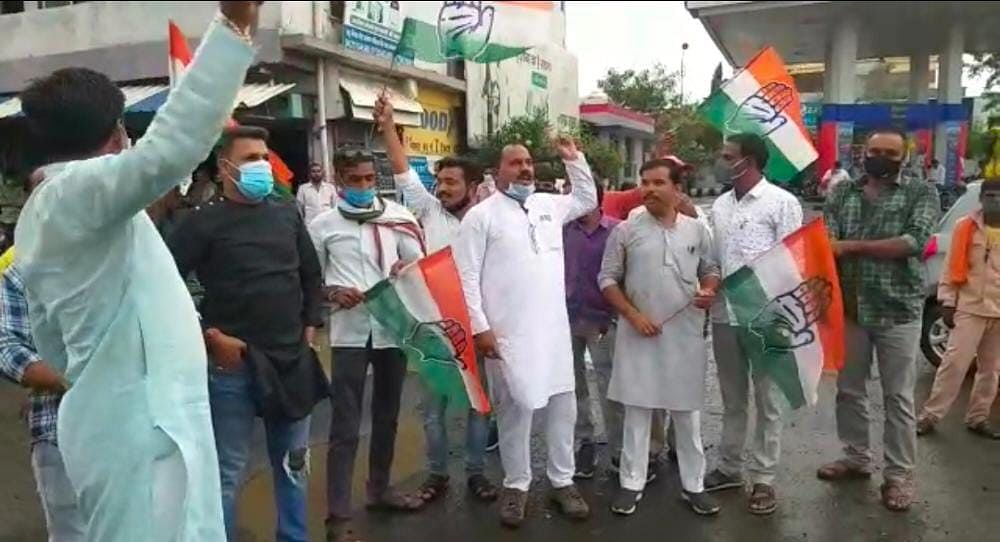 Badnawar: 18 Congress workers court arrest while staging a protest against Jyotiraditya Scindia