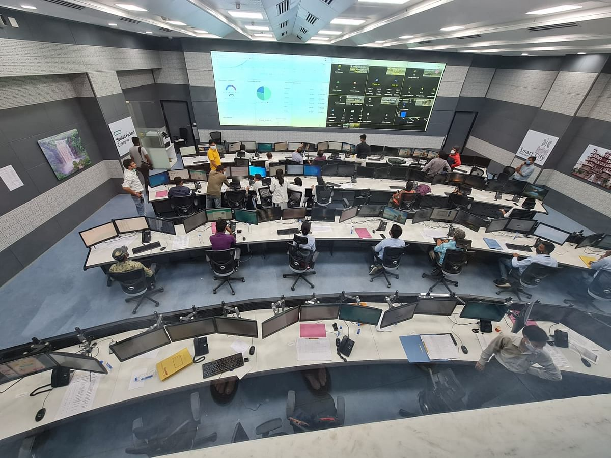 Integrated Control and Command Centre (ICCC) set up at Atal Indore City Transport Service Limited Headquarters.