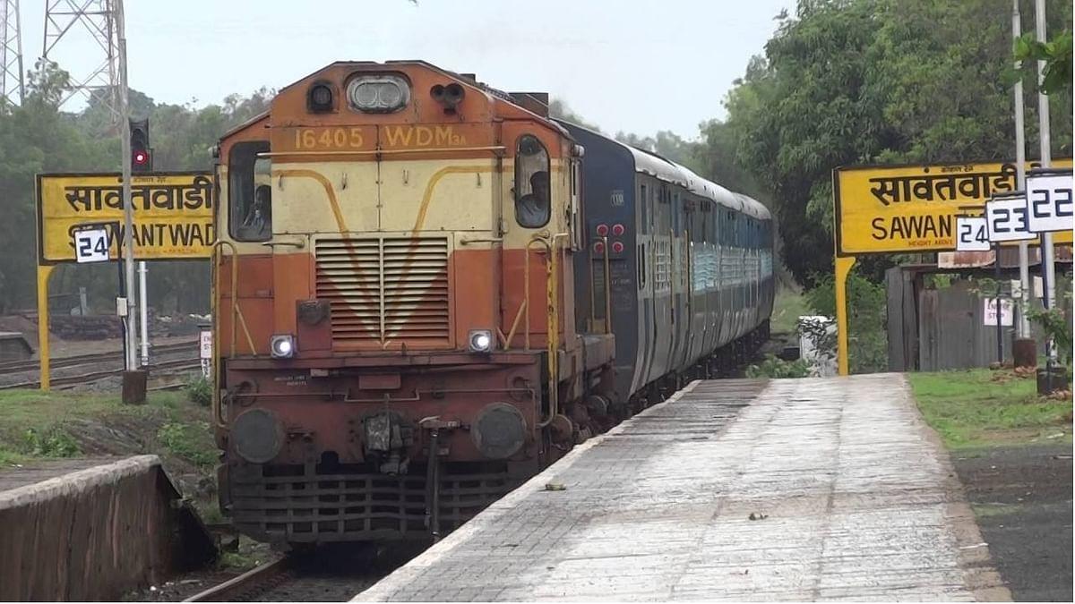 Maharashtra: Railways feed nearly 6,000 stranded passengers