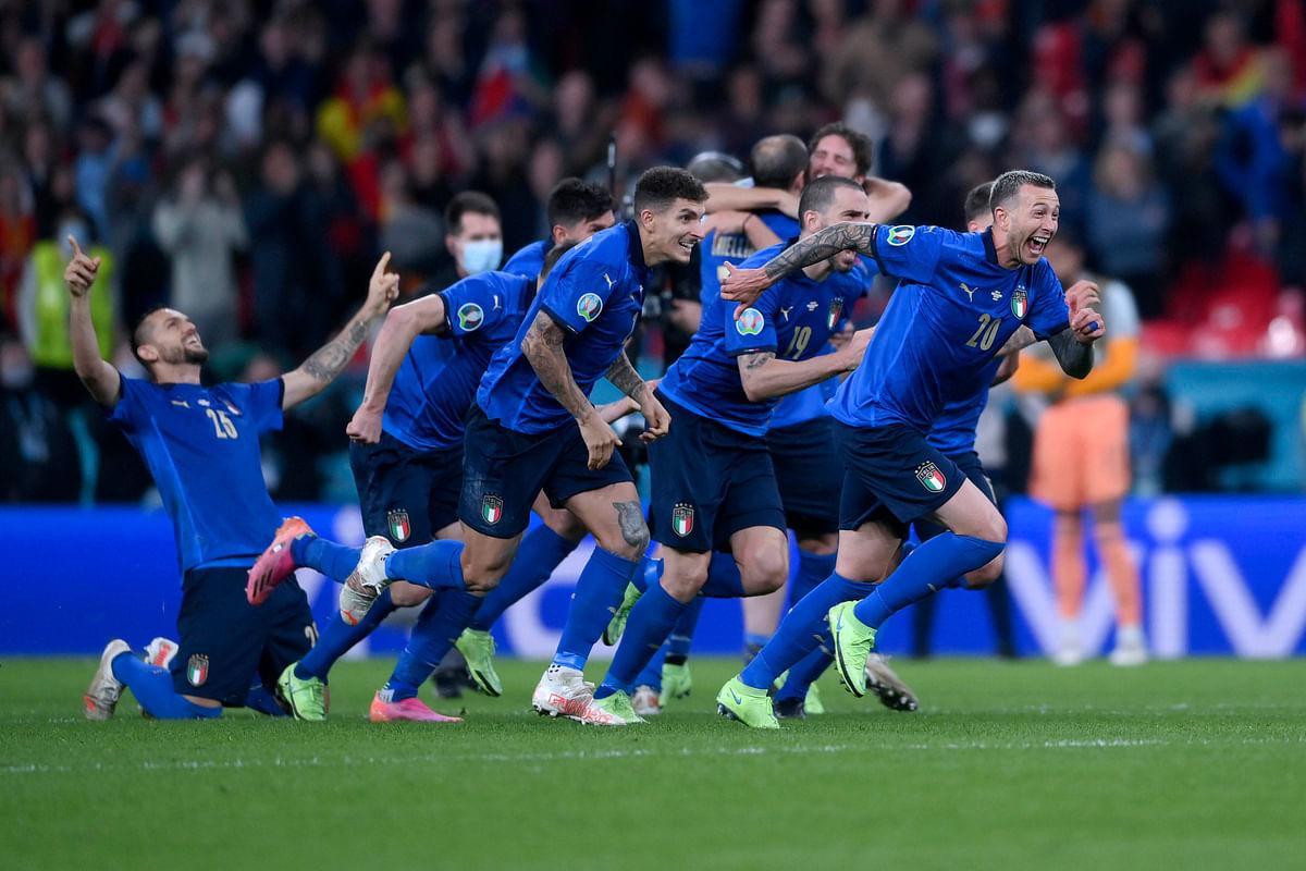 Italian players celebrate
