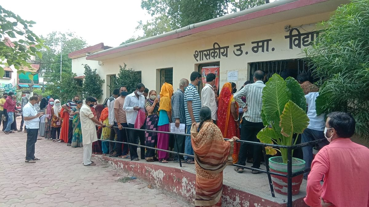 JAB RUSH! Most of the vaccination centres witnessed heavy rush of beneficiaries who wanted to get anti-corona jab. After a gap of about a week, the drive was conducted on Wednesday so long queues were seen outside most of the centres.