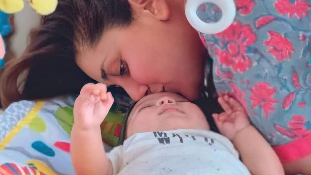 First picture of Kareena Kapoor and Saif Ali Khan's younger son Jeh leaked from her book on pregnancy
